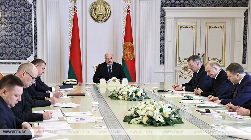 Лукашенко требует определения четких перспектив развития мотовелозавода