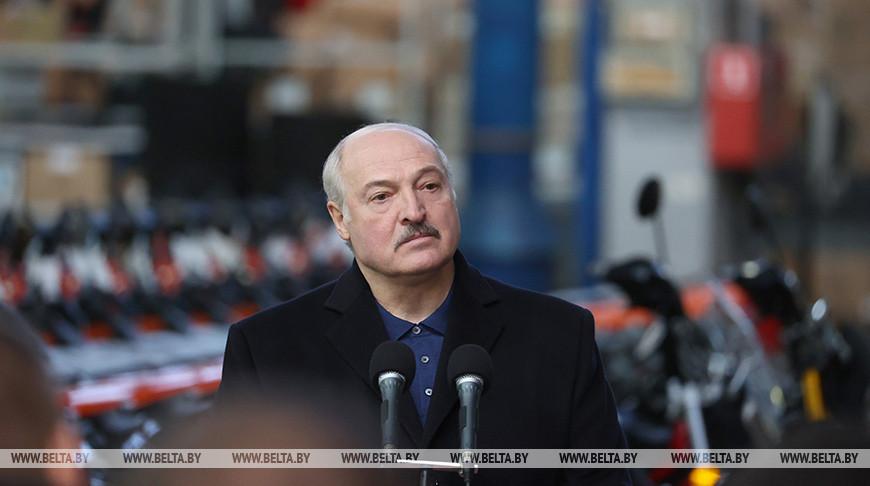 Лукашенко: если бы у нас была диктатура, я бы запретил в Минске ездить на машине - только на велосипеде