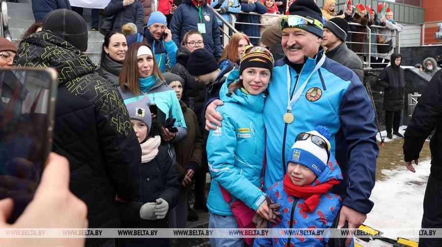Александр Лукашенко с болельщиками