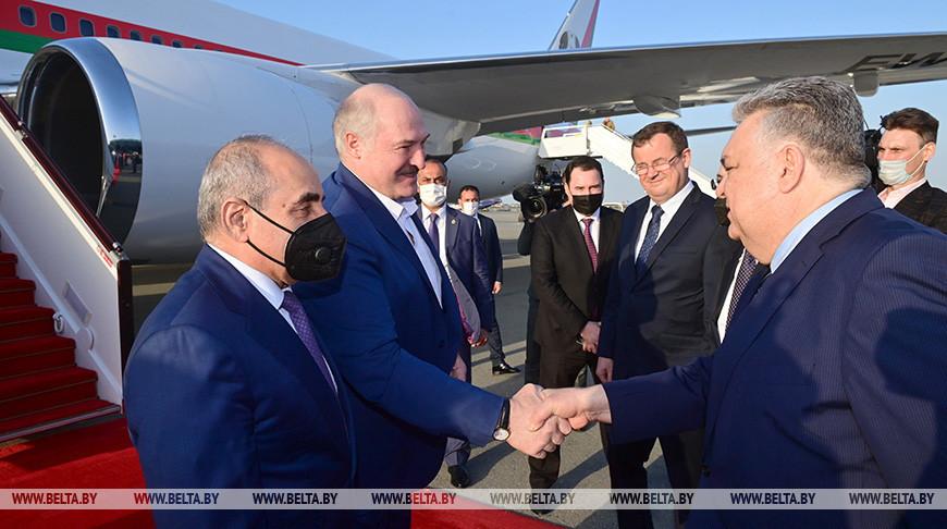 Александр Лукашенко, первый заместитель премьер-министра Азербайджана Ягуб Эюбов (слева), Чрезвычайный и Полномочный Посол Азербайджана в Беларуси Латиф Гандилов