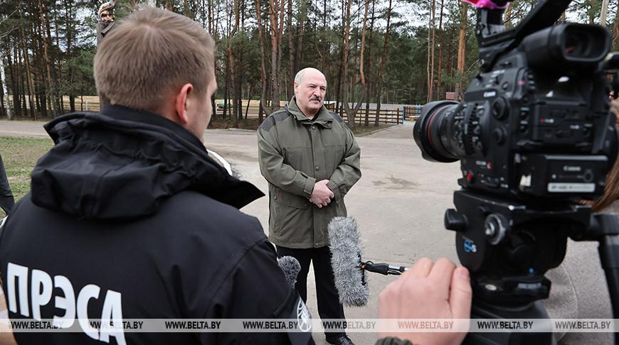 Лукашенко объявил о том, что у него появится `страховочный преемник` на случай, если с ним что-то случится. В этом случае, на смену Лукашенко придет коллективный орган управления – Совет безопасности, который будет иметь президентские полномочия. Де-факто, без Лукашенко это будет коллективное Политбюро.