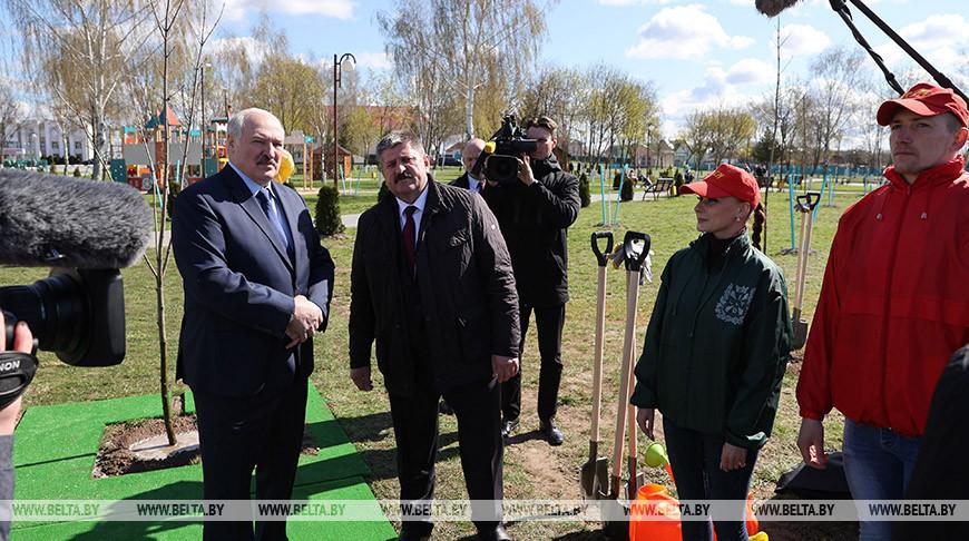 Александр Лукашенко во время посещения Брагина