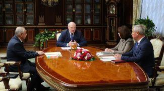 Александр Лукашенко во время встречи с руководителями Конституционной комиссии Беларуси