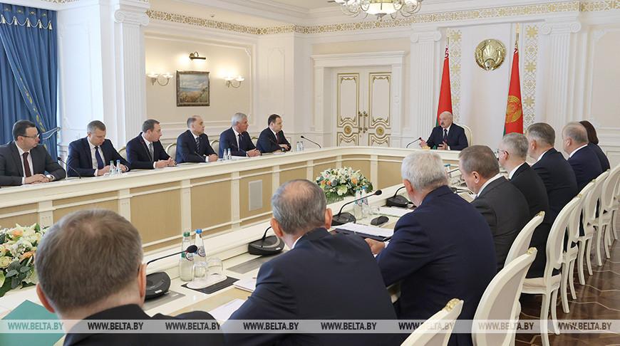 Лукашенко: Беларусь и Россия полны решимости вместе противостоять нападкам извне