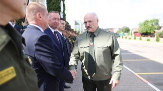 Александр Лукашенко в Шклове проводит встречу по вопросам территориальной обороны