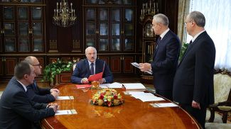 Александр Лукашенко во время назначения послов