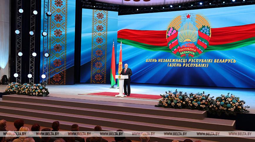 Александр Лукашенко во время торжественного собрания