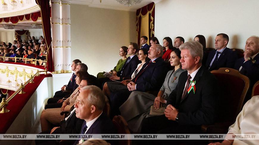 Александр Лукашенко во время посещения Большого театра