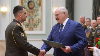 Благодарность Президента объявлена выпускнику факультета Генерального штаба Вооруженных Сил Военной Академии полковнику Андрею Расюку