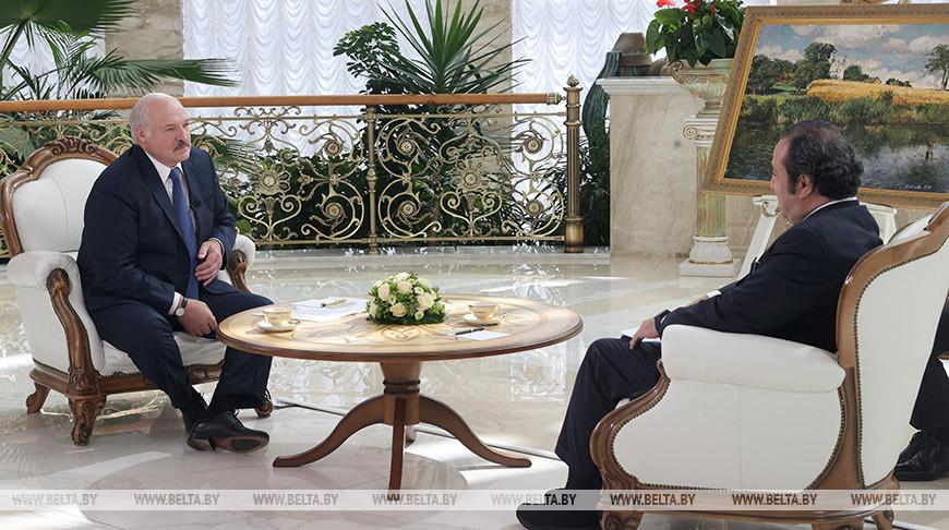 Санкции, инцидент ссамолетом, отношения сЗападом имиграция— подробности интервью Лукашенко Sky News Arabia
