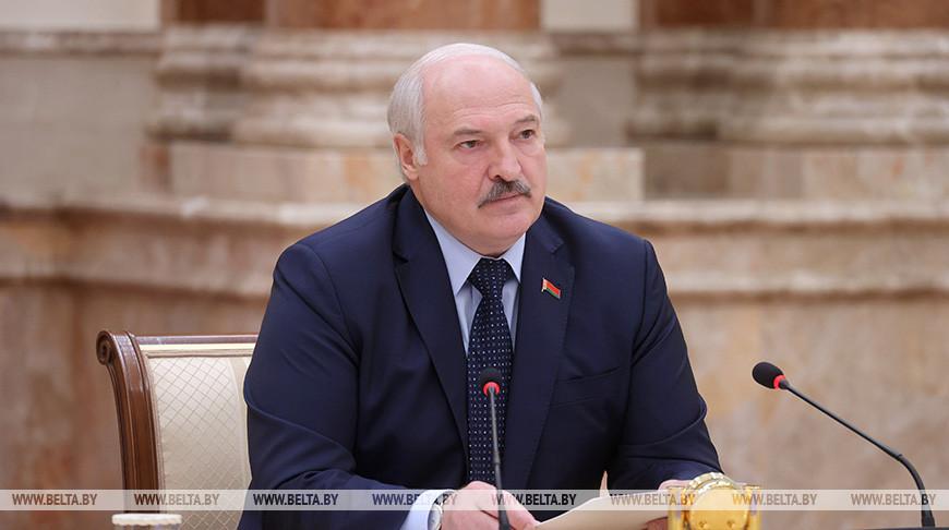 Лукашенко: главная задача, как на фронте, - выстоять и победить
