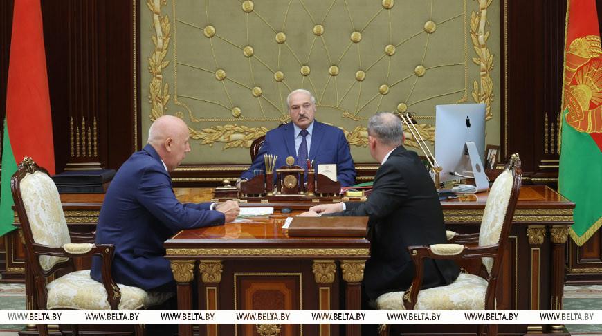 Лукашенко требует обеспечить нормальное функционирование транспортной  отрасли, несмотря на санкции