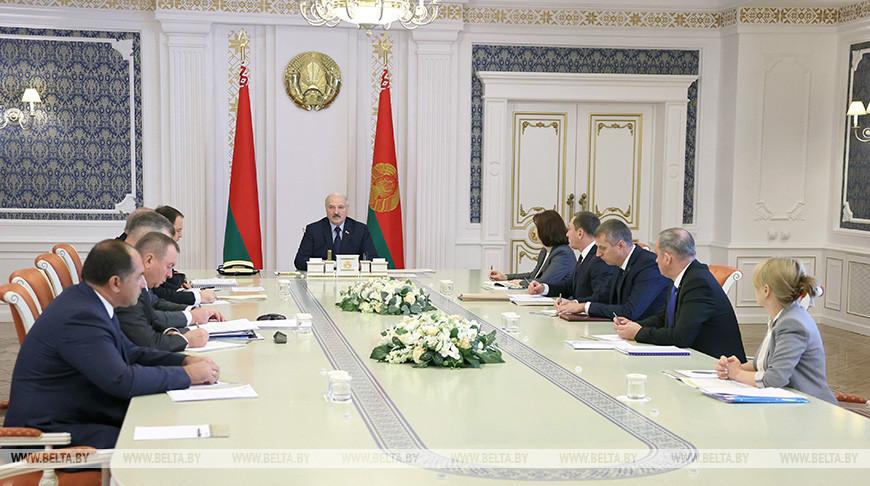 Лукашенко осанкциях: простые семьи недолжны пострадать из-за беглых предателей иихзападных кураторов