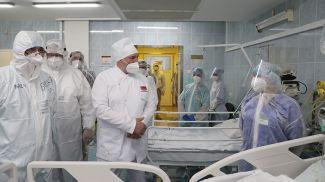 Александр Лукашенко посетил красную зону в ковид-отделении больницы