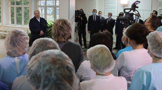 Александр Лукашенко во время общения