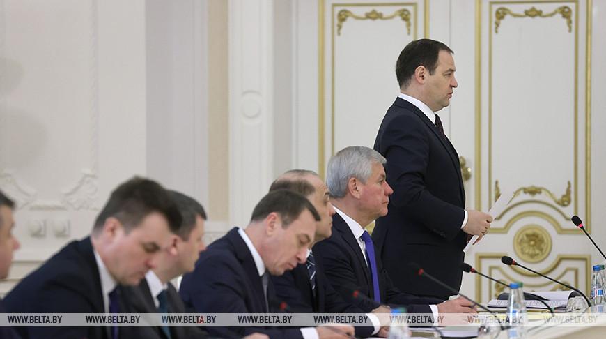 Роман Головченко во время совещания