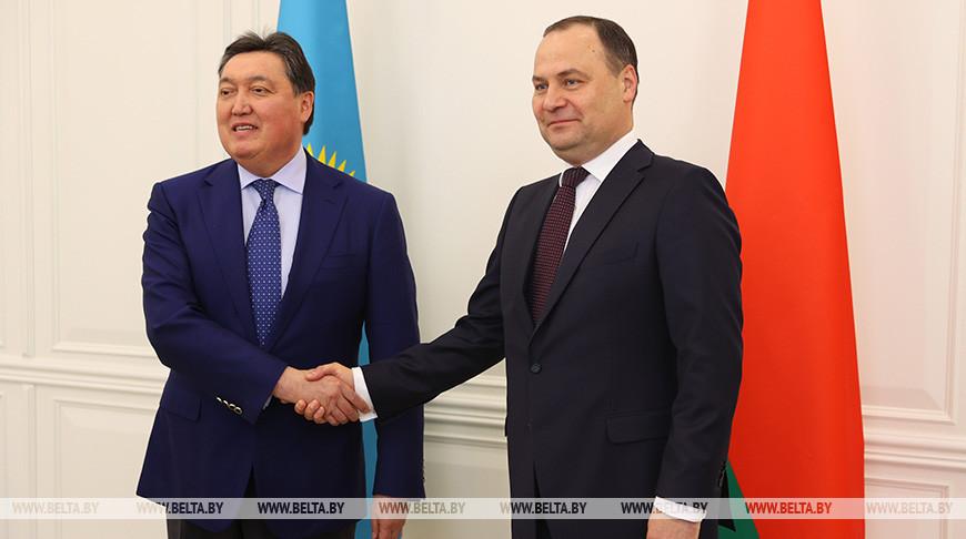 Аскар Мамин и Роман Головченко во время встречи