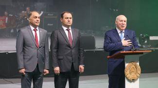 Дмитрий Мезенцев (справа)