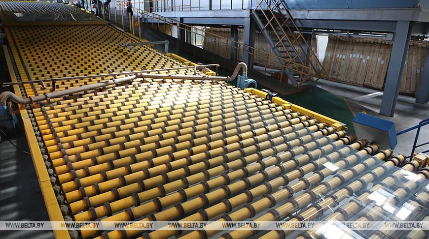 Цех по производству полированного стекла. Фото из архива