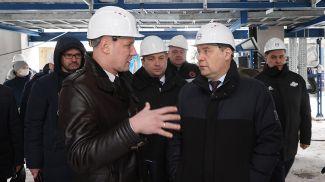 Роман Головченко (справа) во время посещения установки