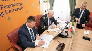 Подписание соглашения. Фото БЕЛАЗ