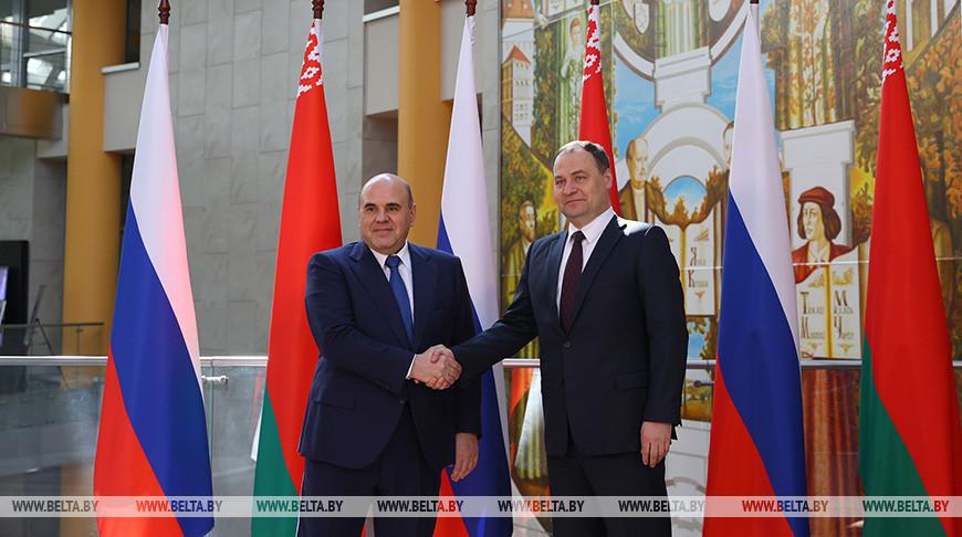 Михаил Мишустин и Роман Головченко во время встречи
