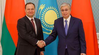 Роман Головченко и Касым-Жомарт Токаев во время встречи