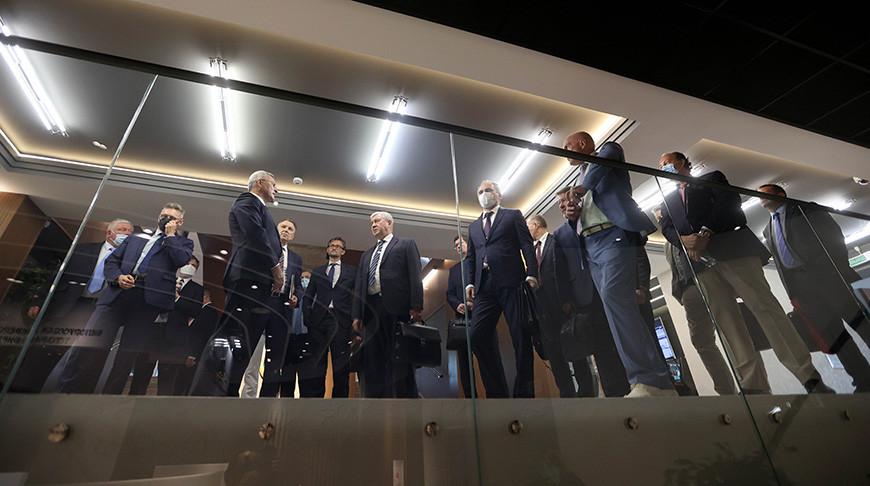 Руководители дипломатических представительств во время посещения БУТБ