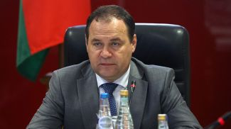 Роман Головченко во время совещания на предприятии