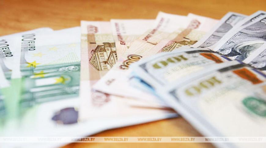 Белорусский рубль на торгах 10 августа укрепился к трем основным валютам
