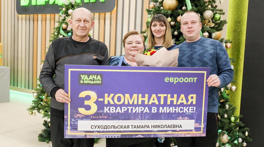 """Теперь главный вопрос для Тамары Суходольской из деревни Ковшово – кого из большой семьи делегировать в выигранную """"трешку"""" в Минске?"""