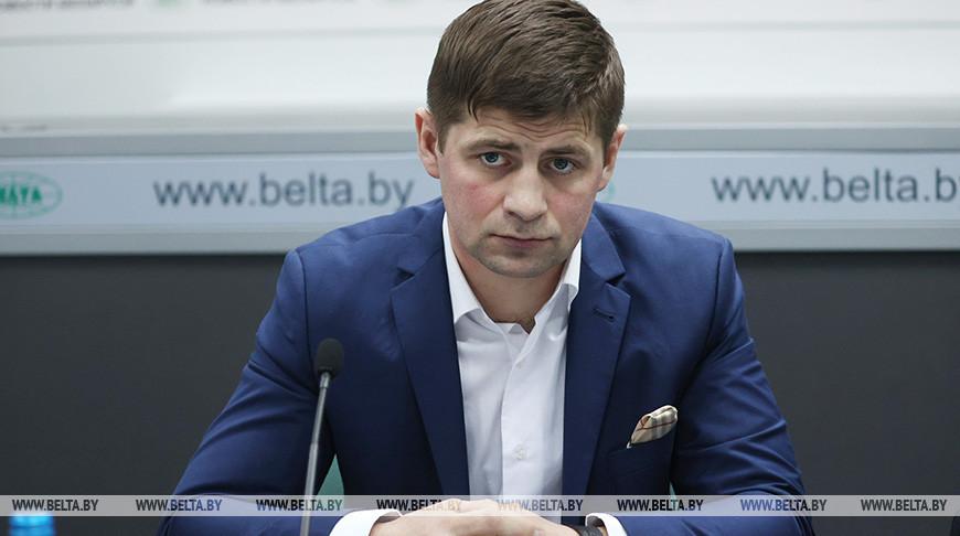 Олег Степук во время круглого стола