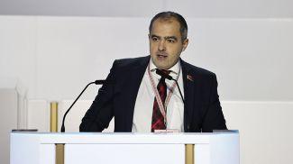 Олег Гайдукевич во время выступления