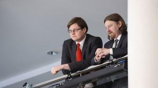 Петр Петровский (слева)