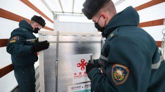 Во время встречи самолета из Пекина с гуманитарным грузом