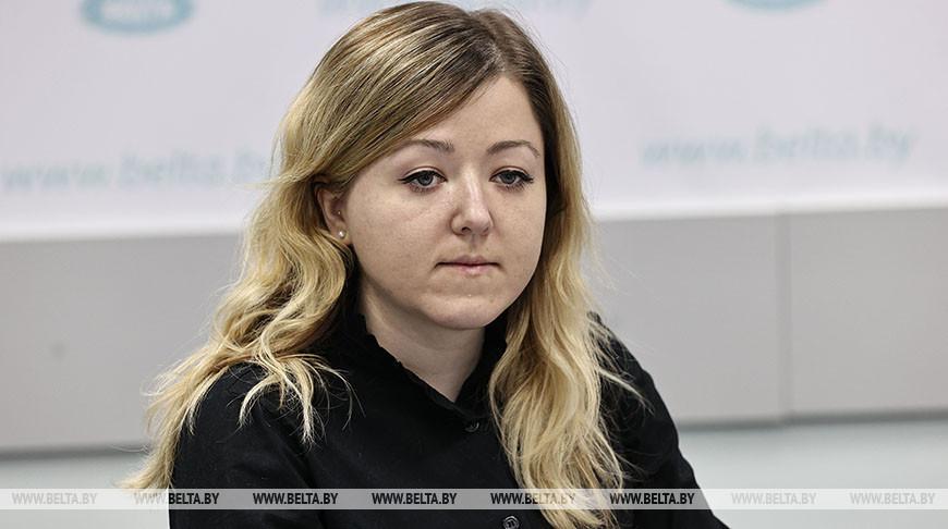 Яна Шереметьева во время круглого стола