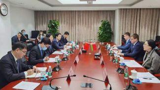 Во время встречи. Фото china.mfa.gov.by