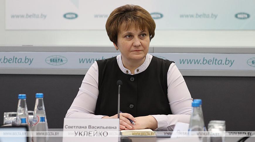Светлана Уклейко во время круглого стола