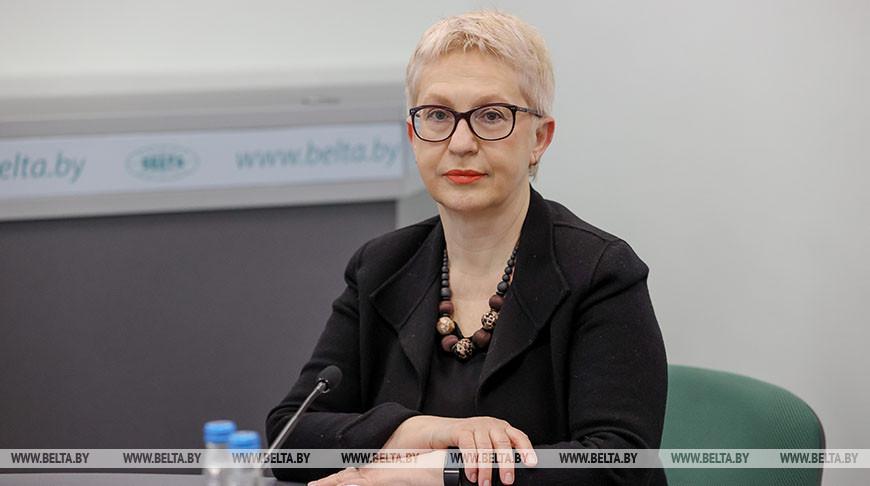 Лариса Данилова во время круглого стола