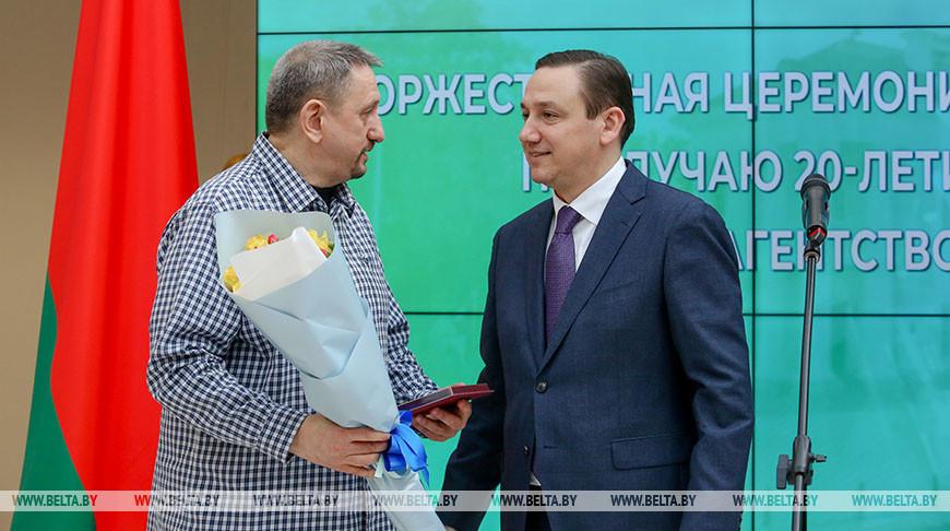 Владимир Перцов (справа) во время церемонии награждения