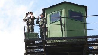 Пограничники на наблюдательной вышке. Фото из архива