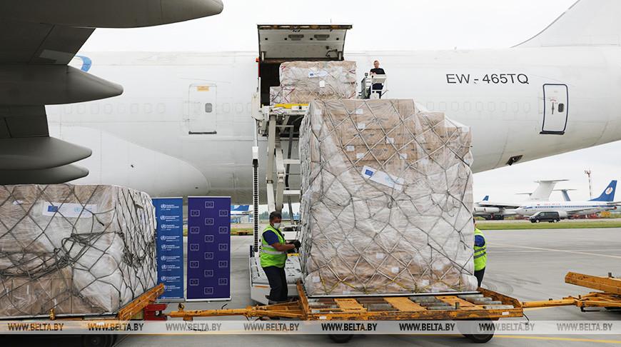 Самолет с гуманитарным грузом. Фото из архива