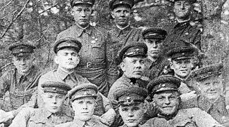 Группа пограничников героической заставы №4 86-го Августовского пограничного отряда во главе с Ф.П.Кириченко, принявшей первый удар немецко-фашистских захватчиков. 1939 год. Фото из архива