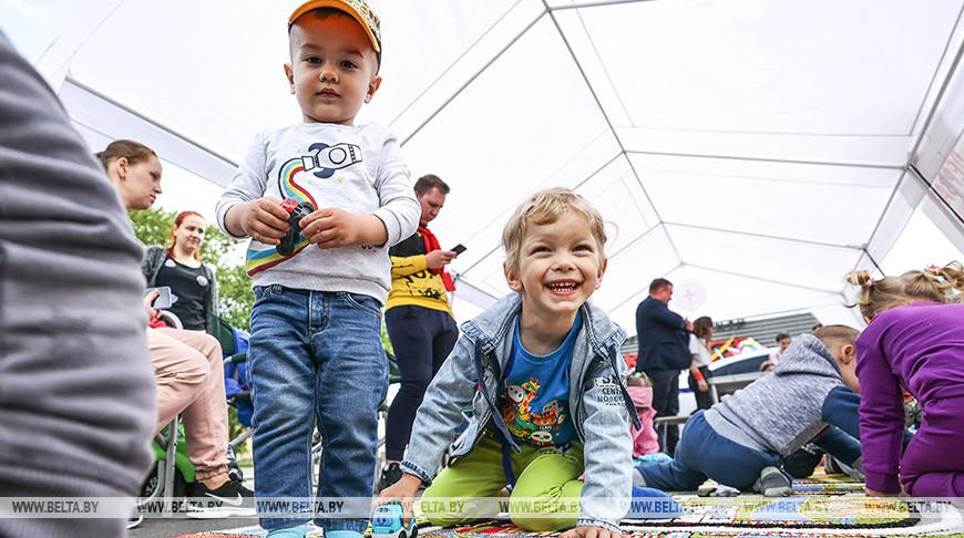 Белорусский детский фонд провел 1 июня по всей стране благотворительные мероприятия