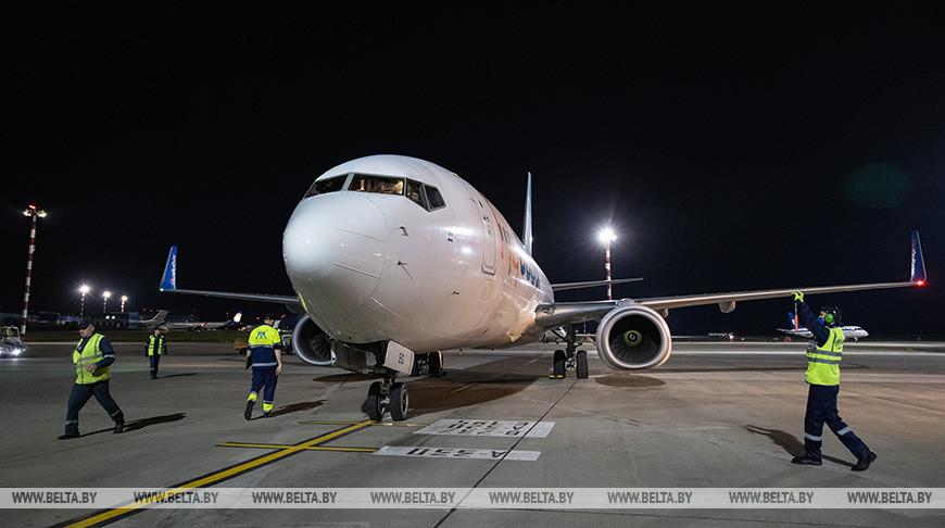 Самолет с гуманитарной помощью