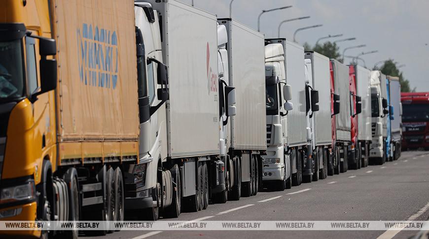 В очереди на выезд из Беларуси в ЕС скопилось более 1,1 тыс. фур