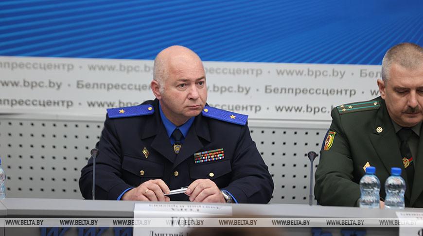 Дмитрий Гора во время брифинга