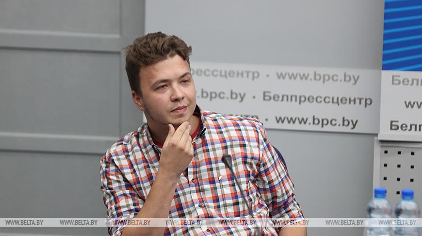Роман Протасевич во время брифинга