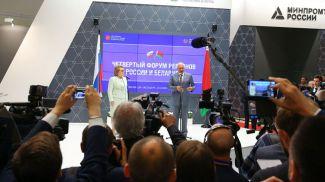 Валентина Матвиенко и Михаил Мясникович открывают выставку в рамках Форума регионов. Москва, 2017 год