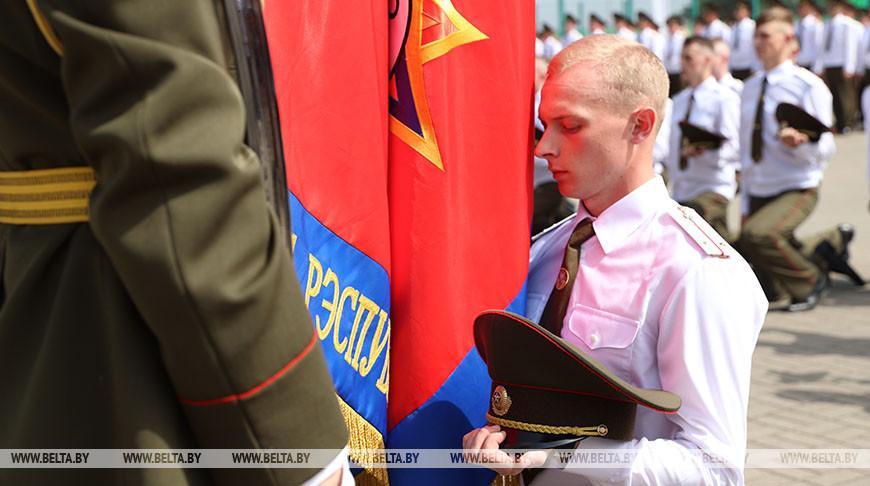 Во время торжественной церемонии выпуска